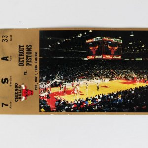 Walter Payton Signed Bulls vs Pistons Courtside Nov 7 1989 Ticket