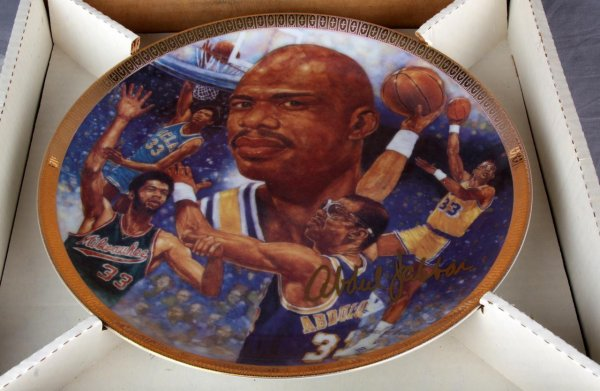 Los Angles Lakers - Kareem Abdul-Jabbar Signed Plate (LE 111/1989)