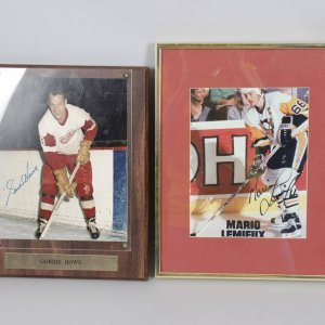 Detroit Red Wings - Gordie Howe Signed 8x10 Photo Plaque