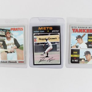 1970-71 Topps Baseball (3) Card Lot - Roberto Clemente, Nolan Ryan & Thurman Munson Rookie