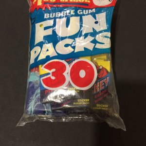 1978 Topps Unopened Fun Bag with Football, Hockey Star Wars (30) Unopened Sealed Wax Packs