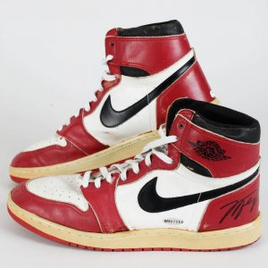 1985-86 Chicago Bulls - Michael Jordan Game-Worn, Signed Air Jordan I Sneakers Shoes - UDA COA)