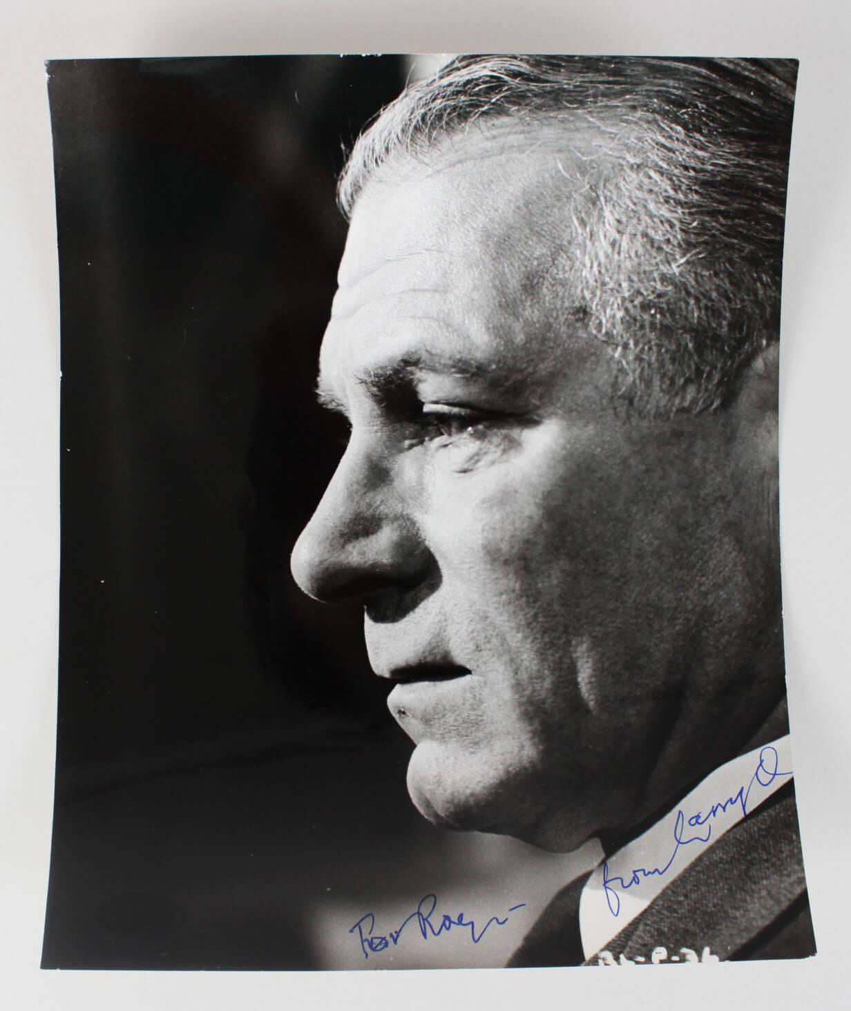 Actor – Laurence Olivier Signed 8×10 Photo (JSA)50309_01