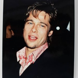 Actor - Brad Pitt Signed 8x10 Photo (JSA)