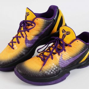 2010-11 Los Angeles Lakers - Kobe Bryant Worn Shoes Custom Mamba Snake NIKE iD Zoom VI Sneakers