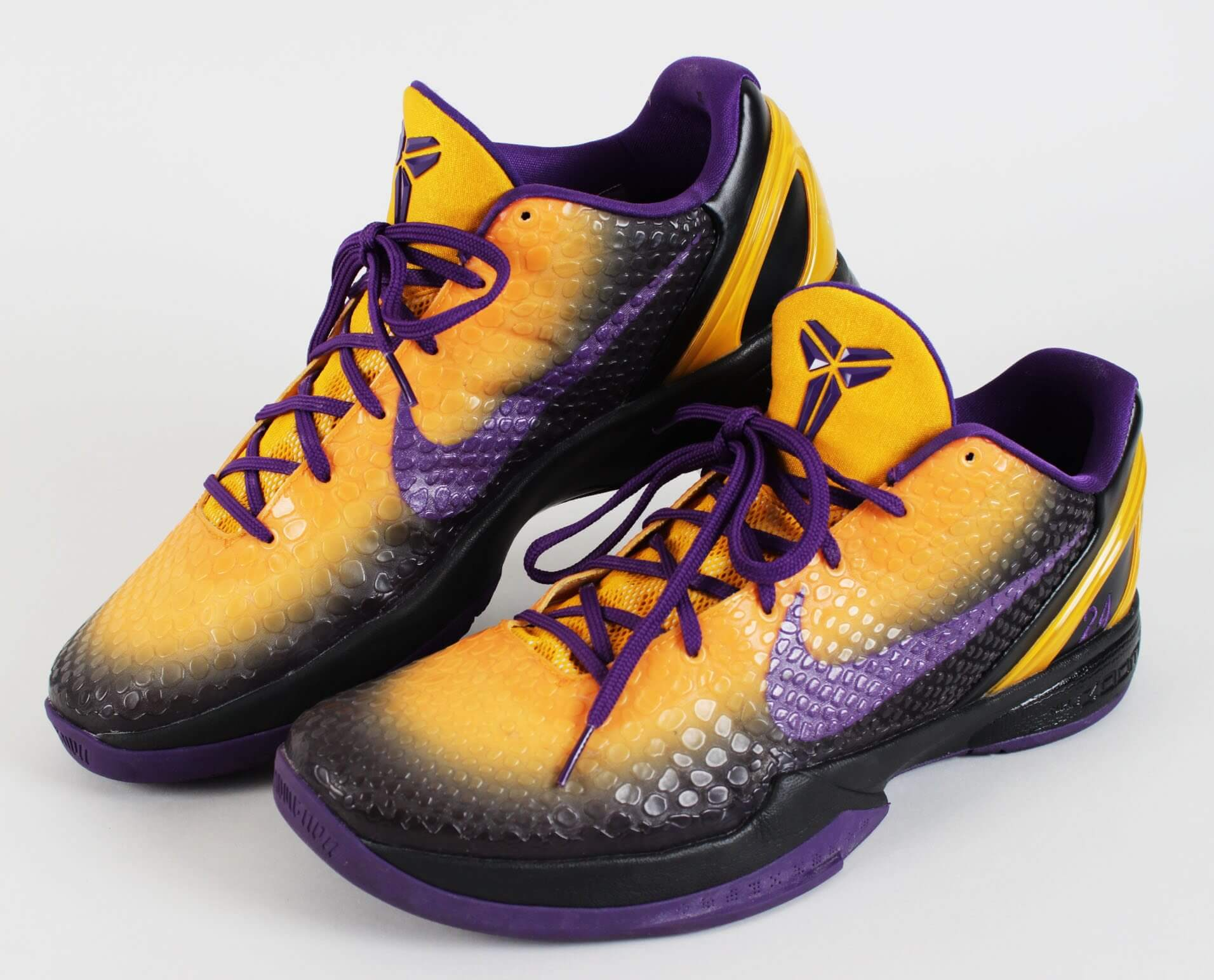 purchase cheap 109e6 fd086 2010-11 Los Angeles Lakers – Kobe Bryant Worn Shoes Custom Mamba Snake NIKE  iD Zoom VI Sneakers