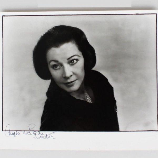 Photographer - Angus McBean Signed 11x13 Photo of Vivien Leigh - JSA