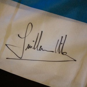 A Guillermo Villas Signed Argentina Flag.  (3x Grand Slam Champion).