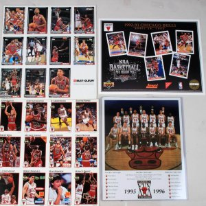 4 Piece Chicago Bulls Set Incl. 2 Team Photos, 2 Pages Trading Cards