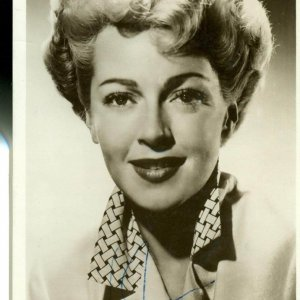 Actress - Lana Turner Signed 3x5 Head Shot MGM Promotional Photo Card (JSA)