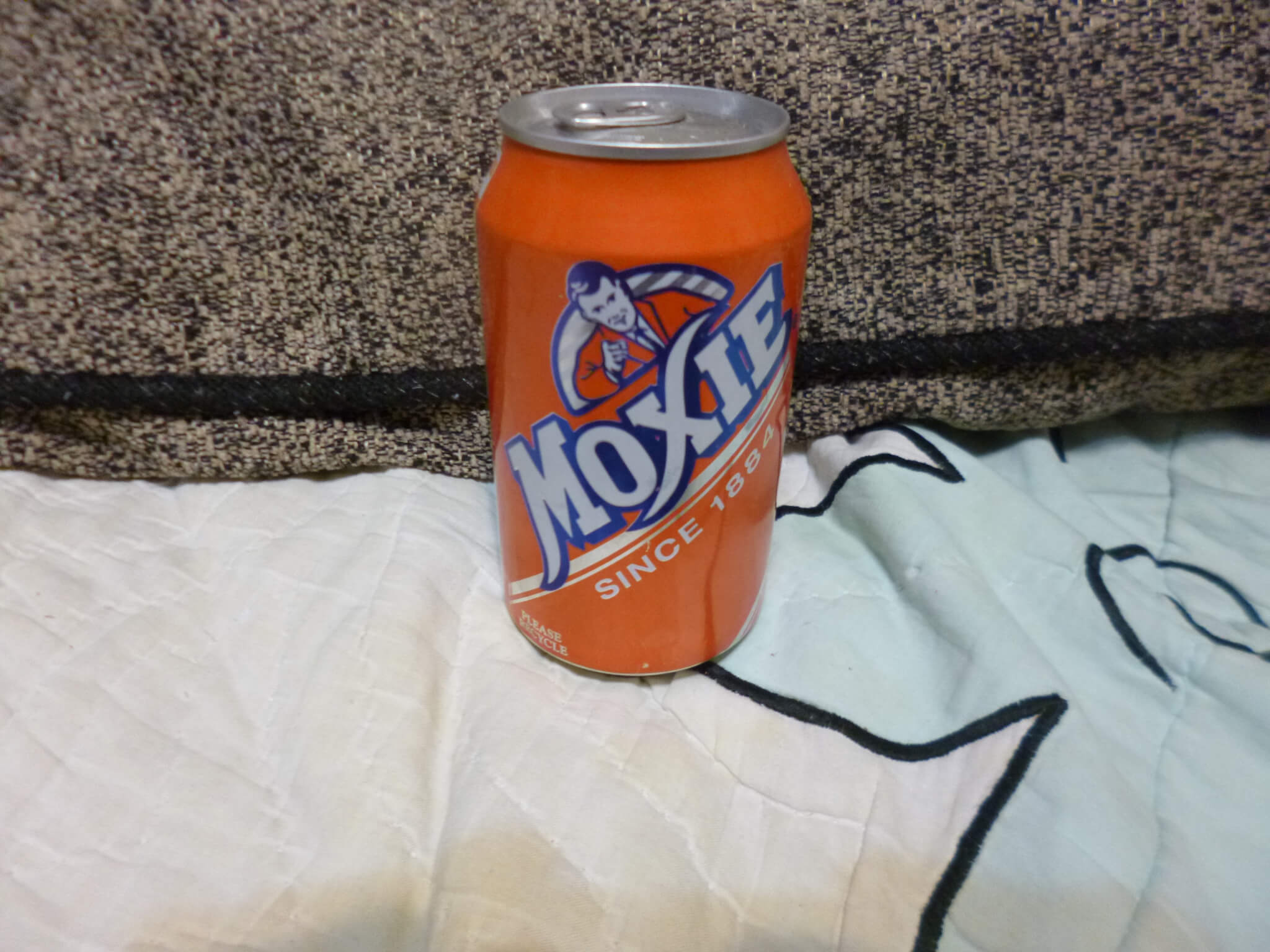 VINTAGE MOXIE FULL SODA CAN