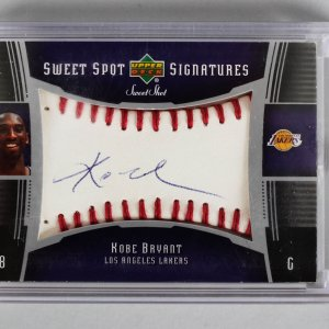 2004 Upper Deck Sweet Spot Shot - Los Angeles Lakers - Kobe Bryant Signatures Auto Card (SSS-KB)
