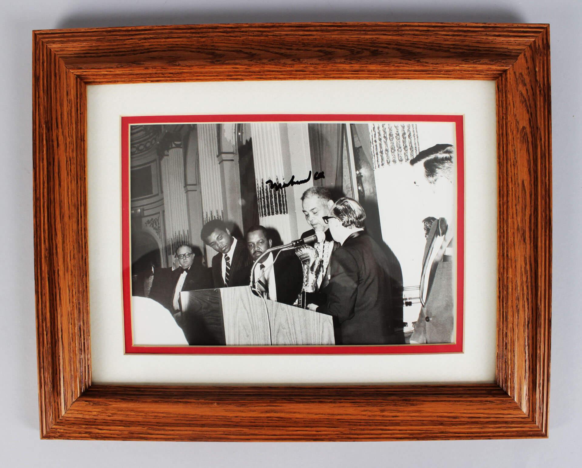 Muhammad Ali Signed 8x10 Wire Photo - COA JSA