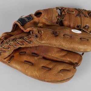Hank Aaron Signed Atlanta Braves Store Model Glove - COA JSA