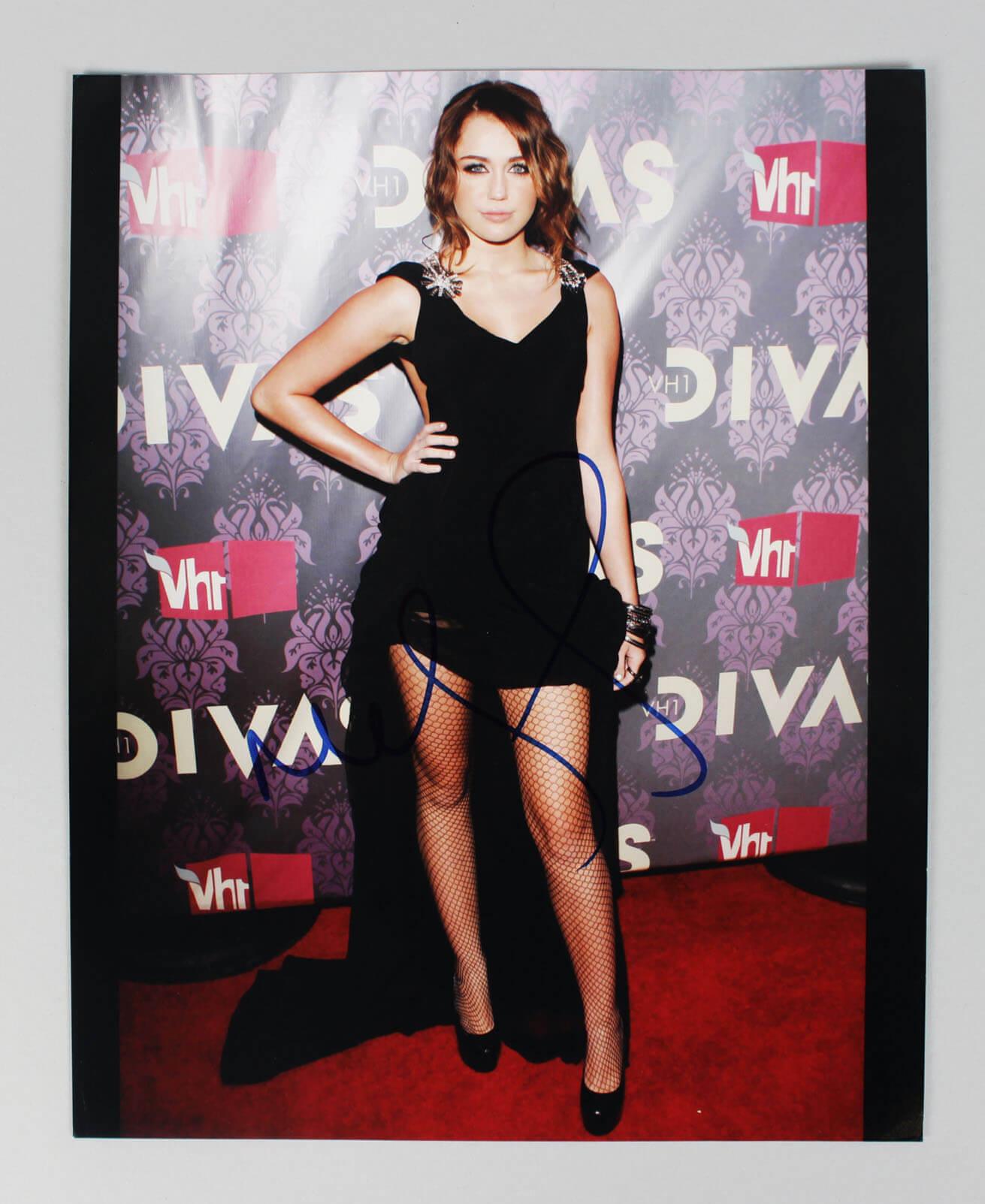 Singer Hannah Montana Miley Cyrus Signed Autographed 8×10 Photo (COA JSA)60047_01
