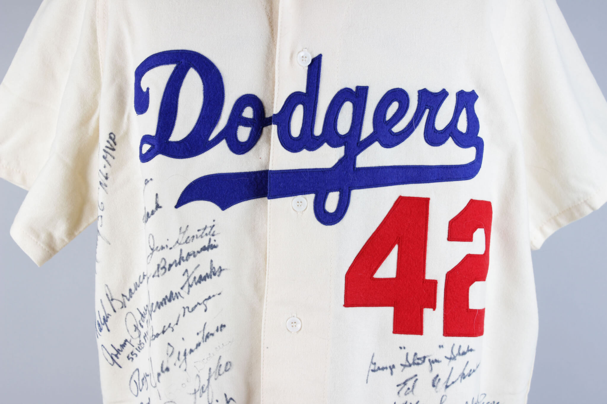 new arrival d8e44 b7349 Brooklyn Dodgers Team-Signed Mitchell & Ness Jackie Robinson Jersey (51  Sigs) – JSA | Memorabilia Expert