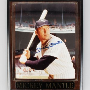 New York Yankees - Mickey Mantle Signed 8x10 Photo in Plaque - JSA