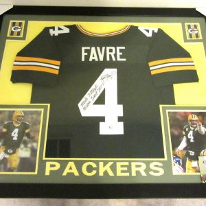BRETT FAVRE AUTHENTIC AUTOGRAPHED FRAMED AND MATTED GREENBAY PACKERS JERSEY