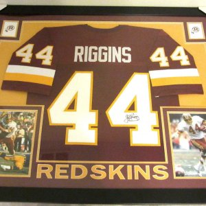 JOHN RIGGINS AUTHENTIC AUTOGRAPHED FRAMED AND MATTED WASHINGTON REDSKINS JERSEY