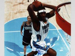 Denver Nuggets - Carmelo Anthony Signed 16x20 Photo - PSA/DNA