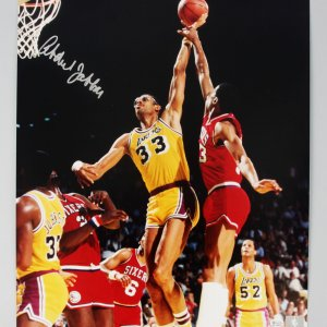 LA Lakers -HOFer- Kareem Abdul-Jabbar Signed 16x20 Photo - COA