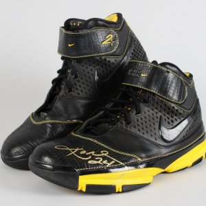 Los Angeles Lakers - Kobe Bryant Signed Nike Zoom II Sneaker Shoes - JSA Full LOA