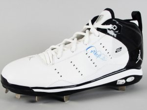 New York Yankees - Derek Jeter Signed Pro Model Cleat - COA Steiner & MLB