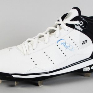 New York Yankees - Derek Jeter Signed Pro Model Cleat - COA Steiner & MLB Hologram