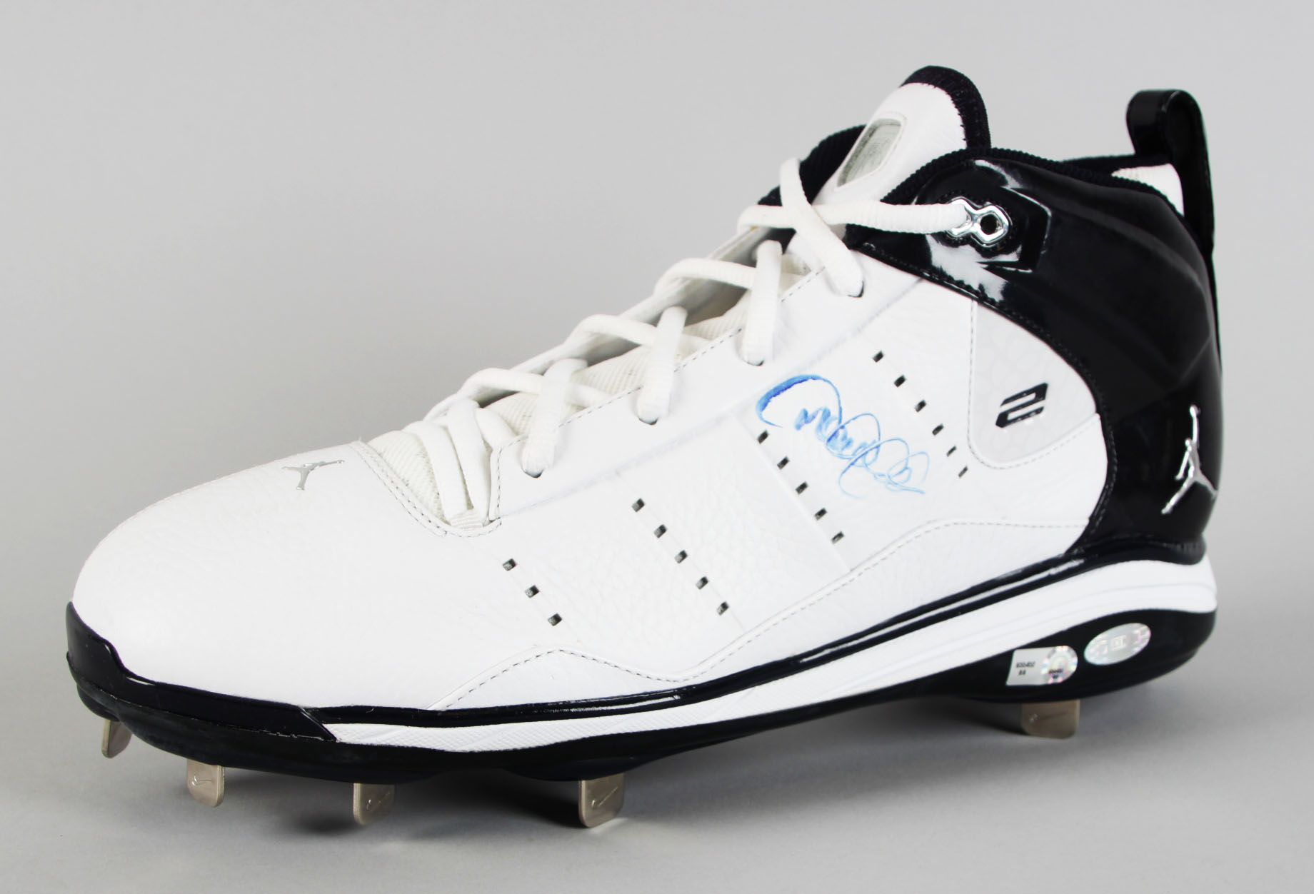 b8f738c39975 New York Yankees – Derek Jeter Signed Pro Model Cleat – COA Steiner ...