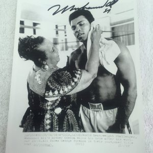 Muhammad Ali Signed and Dated Wire Photo with his mother Odessa 7x9in