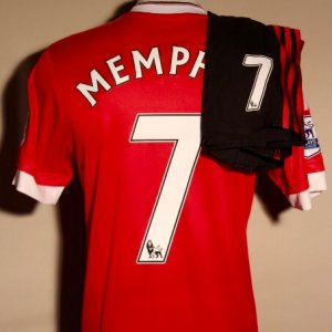 A Memphis Depay Game-Used #7 Manchester United Uniform (Shirt and Shorts).  2015/16 English Premier League.
