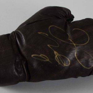 Floyd Mayweather Jr. Signed Boxing Glove - JSA Full LOA