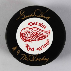 Detroit Red Wings -HOFer- Gordie Howe Signed & Inscribed Hockey Puck - COA JSA