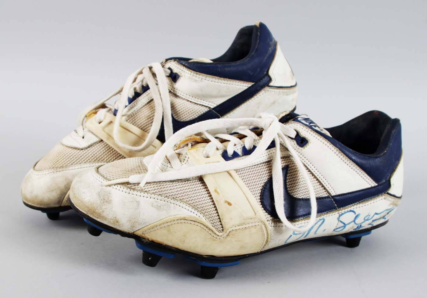 low priced c7984 3bce7 San Diego Chargers - Junior Seau Game-Worn, Signed Cleats Super Bowl XXIX -  JSA Full LOA
