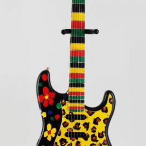 Elizabeth Hurley Signed Heart Strings Original Hand Painted Art Guitar LE 1/1 – JSA