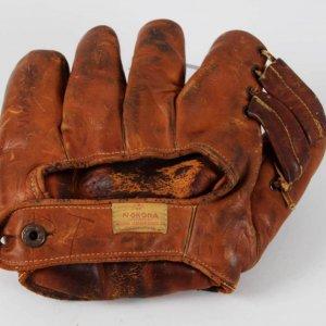 Circa 1938-42 Vintage Nokona Fielder's Glove