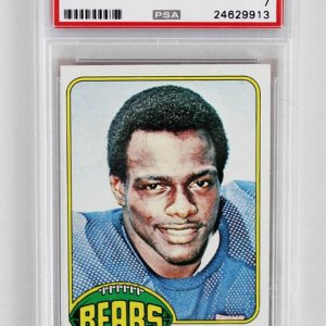 1976 TOPPS WALTER PAYTON ROOKIE CARD PSA GRADED NM 7