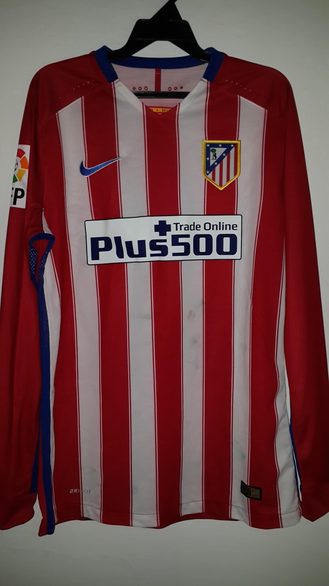 bcfd4132fd0 An Antoine Griezmann Game-Used  7 Atlético Madrid Home Shirt 2015 2016 La  Liga