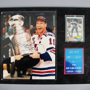 Mark Messier Signed 8x10 LE New York Rangers Photo Plaque w/ Rookie Hockey Card - JSA