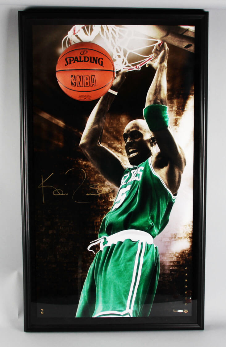 premium selection 184f7 259ae Kevin Garnett Signed Boston Celtics Photo Breaking Through 3D Pop-Out  Display - COA UDA