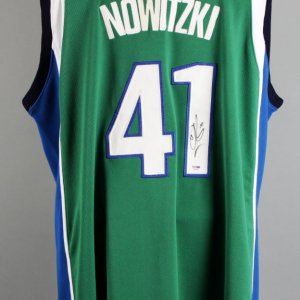 Dirk Nowitzki Signed Dallas Mavericks Jersey - COA PSA/DNA