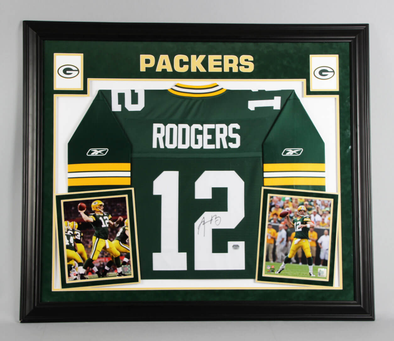sports shoes 588fe 40c6d Aaron Rodgers Signed Green Bay Packers Jersey Display Mounted Memories
