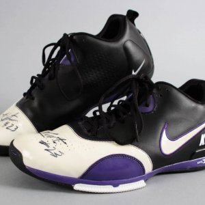 Kevin Martin Game-Worn, Signed Sacramento Kings Shoes - COA 100% Team