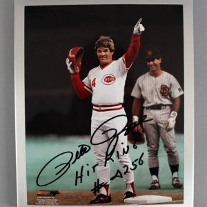 Pete Rose Signed Cincinnati Reds 8x10 Photo - COA 100% Team