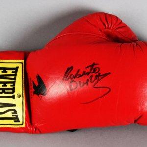 Roberto Duran Signed Boxing Glove - JSA