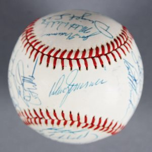 1989 Chicago Cubs Team-Signed Baseball - Greg Maddux, Andre Dawson - JSA