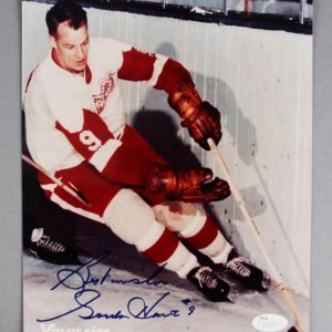 Gordie Howe Signed Detroit Red Wings 8x10 Photo - COA JSA