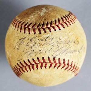 Roberto Clemente Signed Baseball Pittsburgh Pirates  - JSA Full LOA