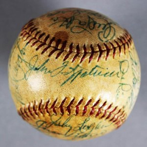 1958 National League Champion Milwaukee Braves Team-Signed  ONL (Giles) Ball ( w/Aaron, Adcock, Mathews, Spahn)