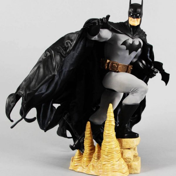 2007 DC Direct Gallery Batman Statue with Box